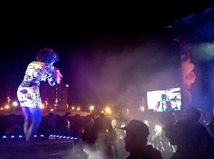 Arcade Fire: Regine singing to Win